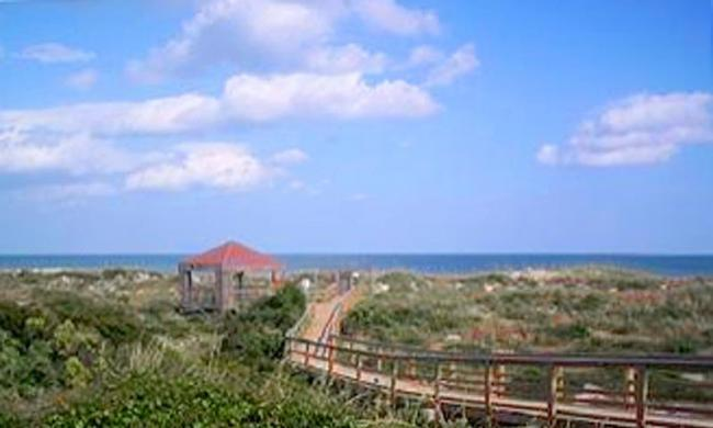 Saint Augustine Beach Vacation Rentals boardwalk to the ocean.