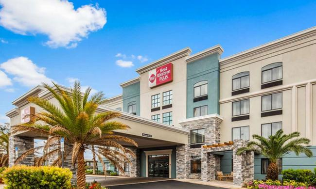The entrance for Best Western Plus at 1-95 in St. Augustine.
