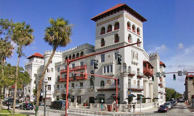 Located in the Casa Monica building, the Grand Bohemian Gallery features internationally acclaimed artists.
