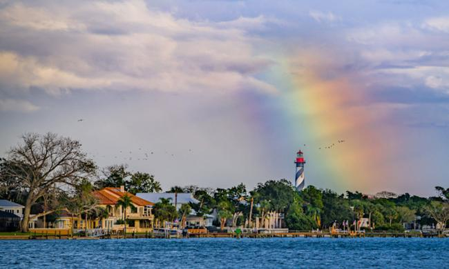 Amateur photographers can learn to shoot like a professional in a three-day workshop sponsored by Guy Harvey Resort.