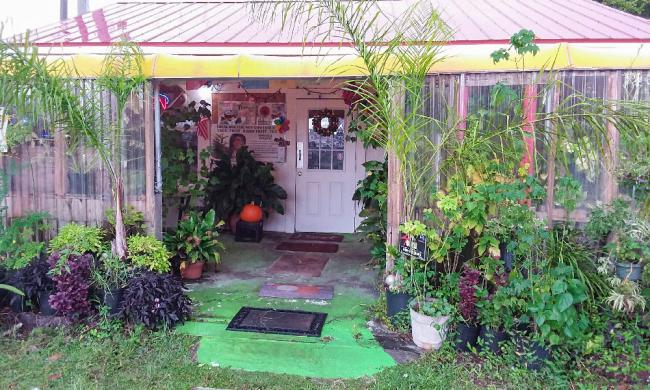 The entrance to the Hong Kong Cafe on Route 1 north of St. Augustine.
