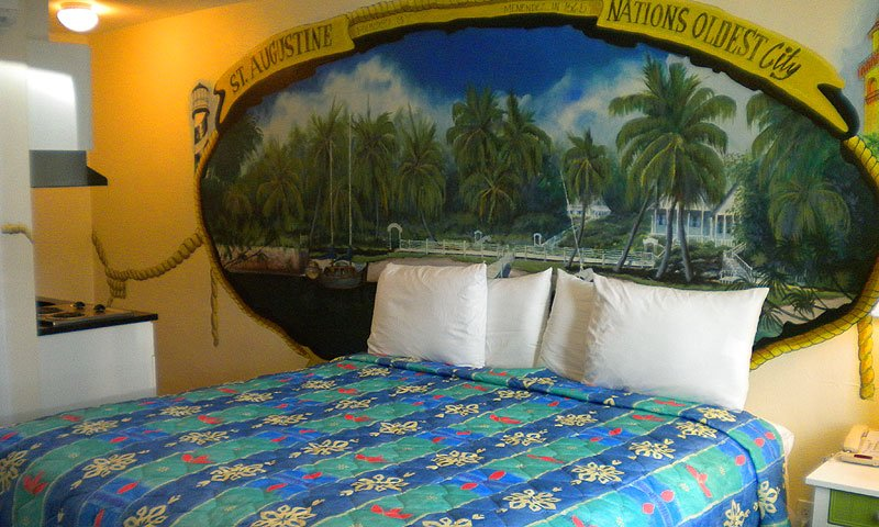 Large Room With Queen Sized Bed And Fully Equipped Kitchenette Magic Beach Motel